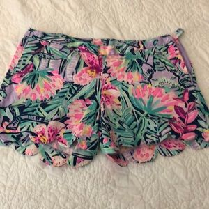 Lilly Pulitzer size 2 scallop shorts